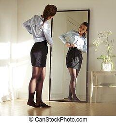 美しい, 女性, モデル, 仕事の準備をすること