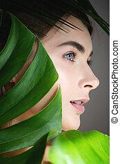 美しい, 完全, 女, leaves., 緑, 皮膚, カバーされた