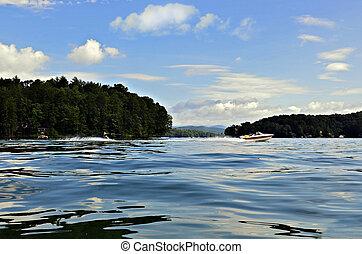 美しい, 山湖