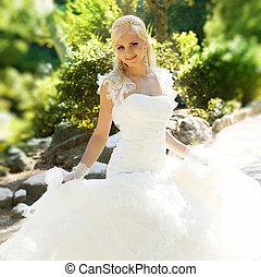 美しい, 彼女, 花嫁, ポーズを取る, 婚礼の日