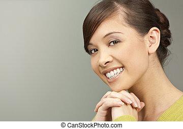 美しい, 微笑