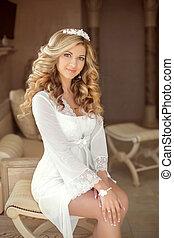 美しい, 微笑, 花嫁, 結婚式, portrait., 若い女性, ∥で∥, 長い間, 巻き毛の髪, スタイル, そして, 構造, ソファーの上に座る, ∥において∥, 結婚式, day., 現代, style.
