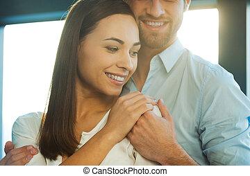 美しい, 恋人, それぞれ, 若い, him., 結び付き, 保護される, 手を持つ, 感じ, 他, 情事