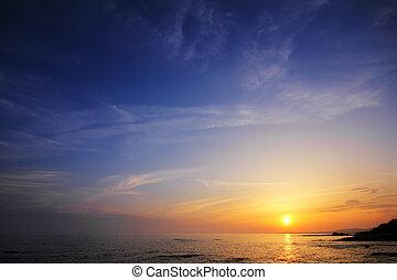 美しい, 日没の終わる海