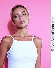 美しい, 構造, ブロンド, 女, ∥で∥, きれいにしなさい, 皮膚, そして, 優雅である, 首, ポーズを取る, 中に, 白いトップ, 上に, ピンクの背景