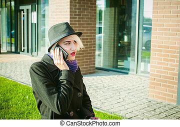 美しい, 気持が良い, について, コート, ビジネス 電話, 会話, 電話コミュニケーション, 若い, 細胞, 話し,...