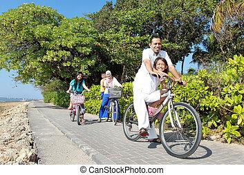 美しい, 浜。, 家族, 自転車, 朝, 屋外, アジア人, 乗馬, 肖像画, 幸せ