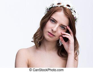 美しい, 灰色, 女, 上に, 花輪, 若い, 背景, 肖像画