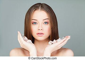 美しい, 灰色, 女, 健康, 若い, 氷, 背景, 皮膚, エステ, cubes., モデル