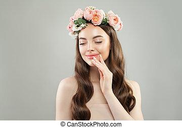 美しい, 皮膚, 女, 巻き毛, ゆとり, 長い間, skincare, 毛, flowers., 概念, 待遇, 美顔術, 微笑