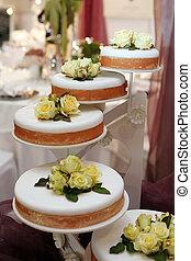 美しい, 結婚式のケーキ