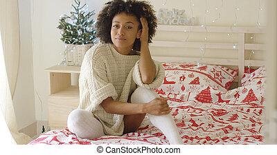 美しい, 若い女性, ベッドの着席