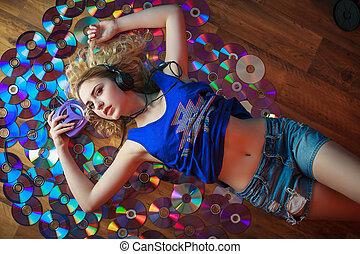 美しい, 若い女性, 中に, ヘッドホン, 楽しい時を 過しなさい, そして, 聞きなさい, 音楽