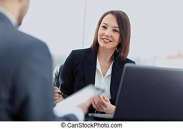 美しい, 若い, 女性実業家, 指揮する, a, 仕事インタビュー, 着席させる, ∥において∥, 彼女, 机