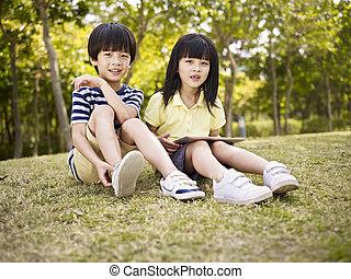 美しい, 草, 子供, アジア人, モデル