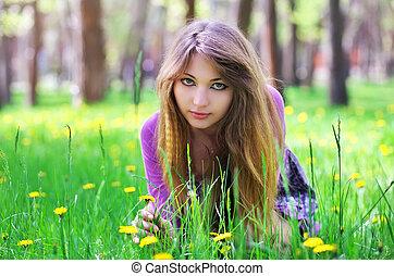美しい, 草, 座りなさい, 黄色, 下方に, 女の子, 花