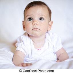 美しい, 見る, 女の子, カメラ, 赤ん坊