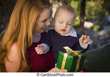 美しい, 贈り物, 若い, 母, 赤ん坊, クリスマス