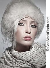 美しい, 身に着けていること, 毛皮帽子, 若い婦人
