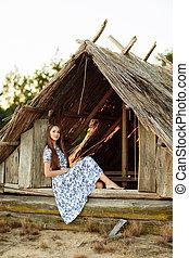 美しい, 青, 古い, 背景, 女の子, 木製である, house., に対して, flowers., 刺繍, 肖像画, 白いドレス, 投げられた