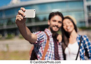 美しい, guy., selfie, 現代, 若い, 抱き合う, 背景, 対, 女の子, 作り, 観光客, 建物。