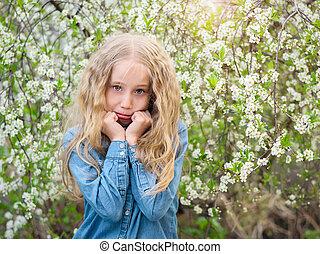 美しい, orchard., 彼女, 春, さくらんぼ, 顔, 手, 女の子, サポート