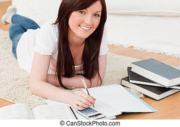 美しい, red-haired, 女性, 勉強, ∥ために∥, 間, あること, カーペットの上に, 中に, ∥,...