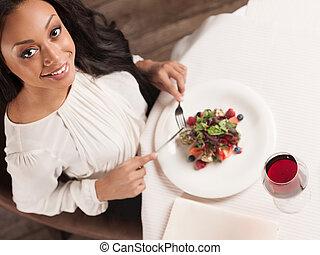 美しさ, ∥において∥, ∥, restaurant., 平面図, の, 美しい, アフリカの家系, 女性, 楽しむ,...