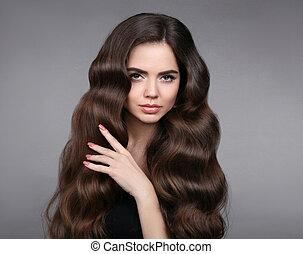美しさ, hair., ブルネット, 女の子, ∥で∥, 長い間, 光沢がある, 波状, hair., 美しい, モデル, 肖像画, ∥で∥, 巻き毛, ヘアスタイル, そして, eyeliner, 構造, 隔離された, 上に, スタジオ, 灰色, バックグラウンド。
