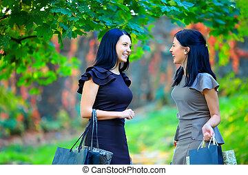 美丽, 色彩丰富, 公园, 谈话, 高兴的妇女