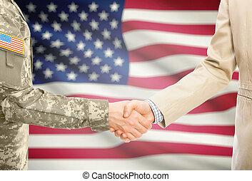 美國, 軍事, 人在制服裡, 以及, 民用, 人, 在, 衣服, 握手, 由于, 國旗, 在背景上, -, 美國