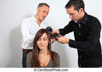 美容師, 以及, 學員, 放, 頭髮卷髮的人