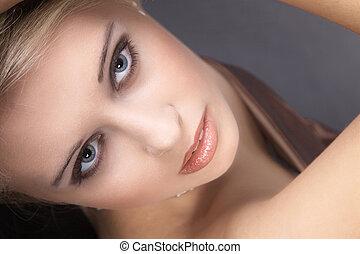 美麗的婦女