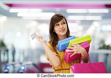 美麗的婦女, 由于, 信用卡, 在, 購物中心