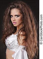 美麗的婦女, 由于, 健康, 長, 卷曲的頭髮麤毛交織物