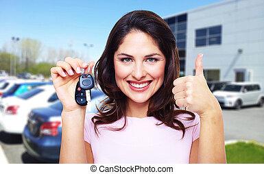 美麗的婦女, 由于, a, 汽車, key.