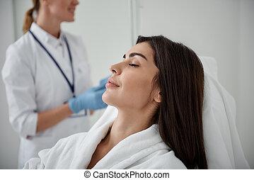 美麗, 夫人, 休息, 當時, 醫生, 檢查, 靜脈內的水滴