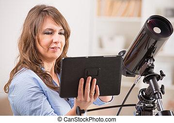 美麗, 婦女, 望遠鏡, 片劑