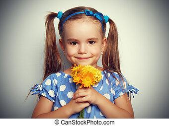 美麗, 孩子, 女孩, 由于, a, 花束, ......的, 黃的花