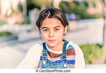 美麗, 小女孩, 微笑, 以及, 看照像機