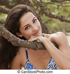 美麗, 微笑的婦女, 由于, 浪漫, 看, 在戶外, 公園, 背景