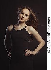 美麗, 黑發淺黑膚色女子, 模型, 在, 黑色的服裝, 由于, 顫動, 頭髮, 由于, 風