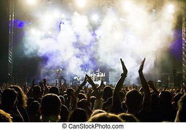群集, コンサート