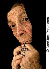 老婦女, 深, 在, 禱告