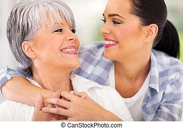 老年的中间, 妈妈, 同时,, 年轻成年人, 女儿