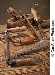 老, 工具