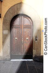 老, 木制的門