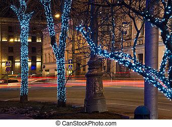 老, 莫斯科, 街道, 樹, 花環, 發光