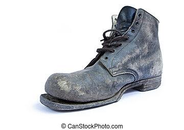 老, 靴子