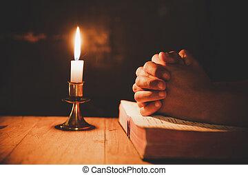 聖書, ライト, フォーカス, 精選する, 蝋燭, 祈ること, 人